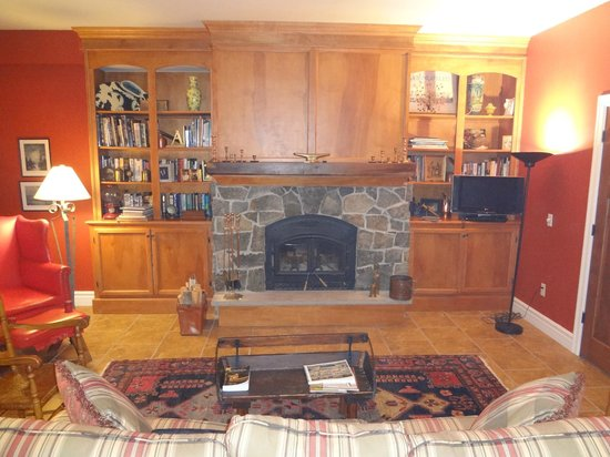 Pine Grove Bed & Breakfast:                   Living Room adjacent to Bedroom