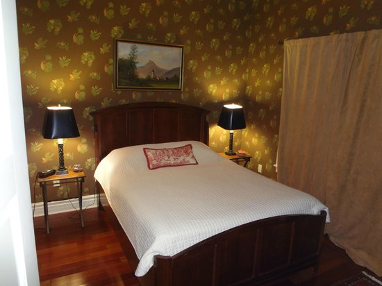 Pine Grove Bed & Breakfast:                   Bedroom