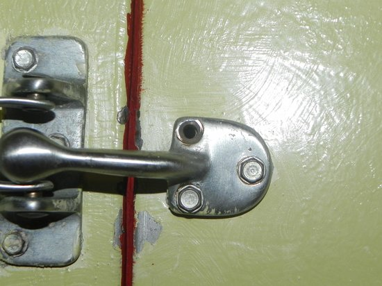 Rincon of the Seas Grand Caribbean Hotel: Safety lock in door with loose and missing screws
