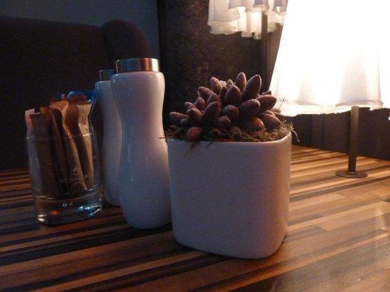 The Weinmeister:                   Decoração das mesinhas do salão de estar