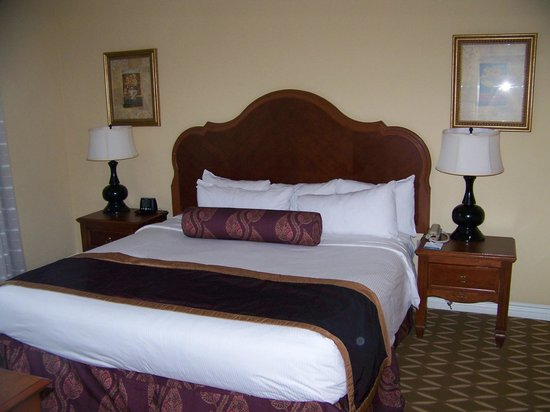 Wyndham Grand Desert:                   King bed