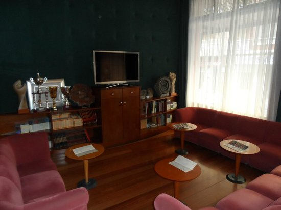 Hotel Virrey:                   Salón TV
