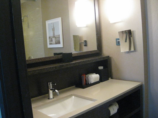 Kimpton Hotel Palomar Chicago:                   Very nice bathroom