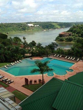 Amerian Portal del Iguazú:                   vista do quarto, a piscina parece linda!! só parece!!!