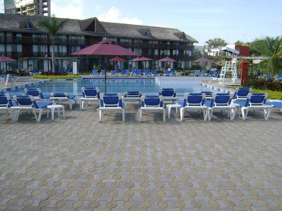 Royal Decameron Punta Centinela:                   Una de las piscinas