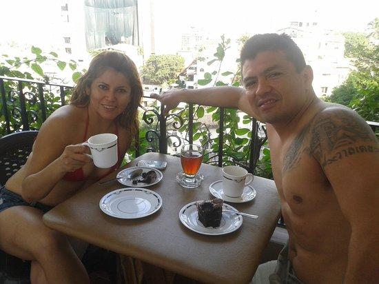 Casa Anita y Corona del Mar:                   desayuno en casa anita