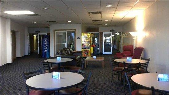 Ramada Ankeny: Lobby / Game Room