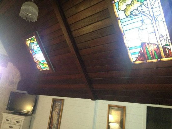 Fremantle Bed and Breakfast: Stained glass windows in the Tarantella Suite