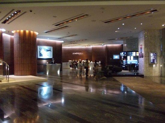 Le Meridien Bangkok: The lobby