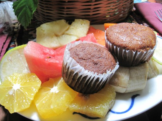 Capricorn Resort: A welcoming plate of fruit and banana muffins