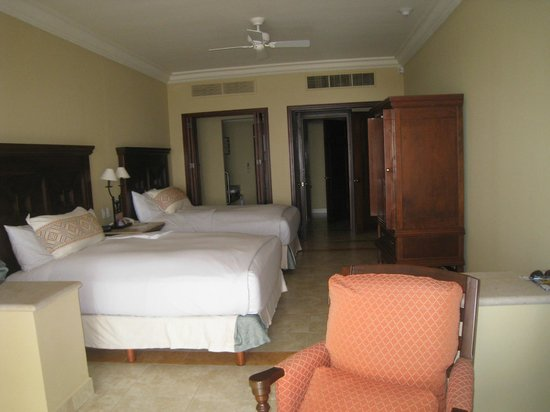 Pueblo Bonito Sunset Beach:                   view of the bedroom