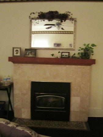 The Firelight Inn on Oregon Creek Bed and Breakfast:                   beautiful fireplace