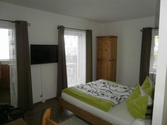 Haus Ditzer - Villa Theresia:                   Nice bedroom.