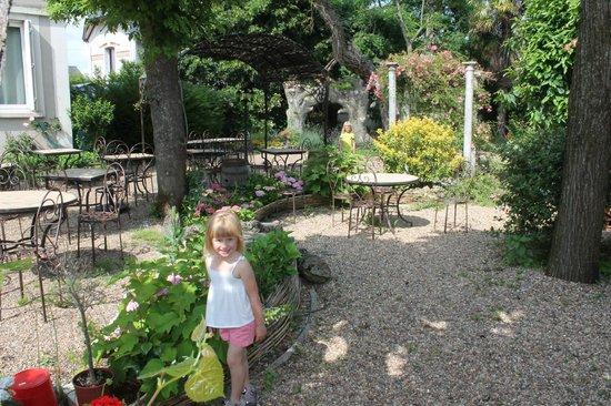 Logis La Brèche :                   Gardens & dining area