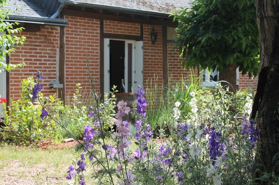 Logis La Brèche:                   Detached cottage style room off garden area