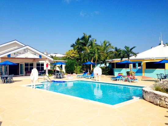 George Town, Gran Exuma: The pool-area