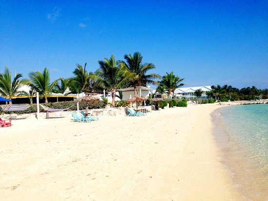 George Town, Great Exuma: The beach by the hotel