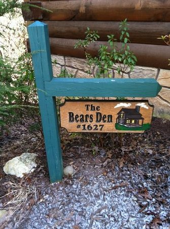 Mountain Shadows Log Home Resort:                   The Bears Den