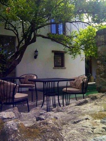 Hotel Cirilo:                   área de piscina