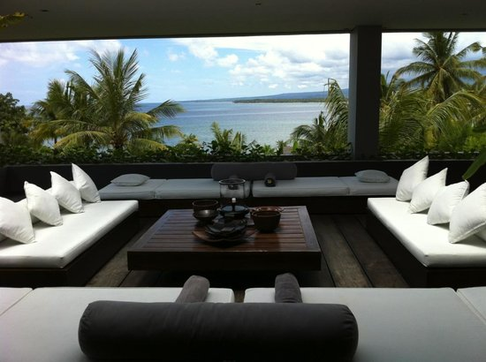 The Lombok Lodge:                   living area with a great view