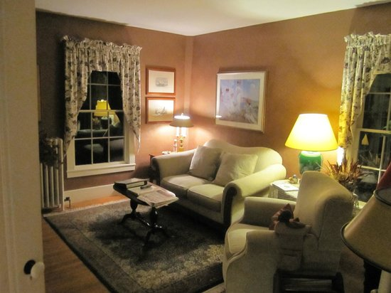 Camden Maine Stay Inn: Living Room