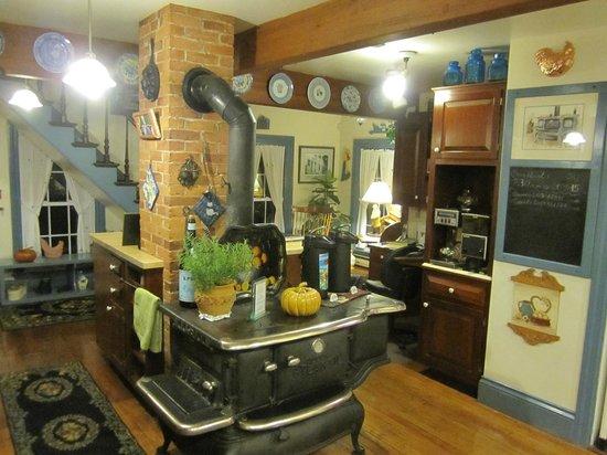 Camden Maine Stay Inn : Kitchen
