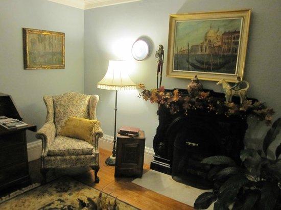 Camden Maine Stay Inn : Living Room