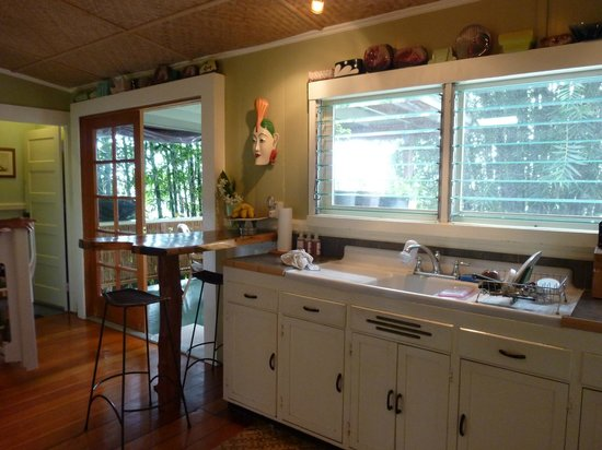Hilo Bay Hale Bed & Breakfast:                   Beautiful kitchen for breakfast