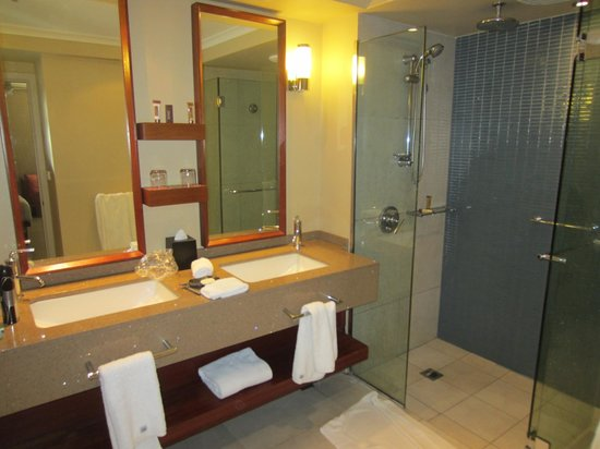 Sheraton Fiji Resort:                   Bathroom