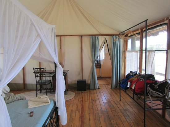 Maramboi Tented Camp: Our tent, interior