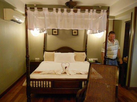 ANGGUN BOUTIQUE HOTEL: Canopy Bed