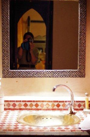 Riad Princesse du Desert:                   洗面台