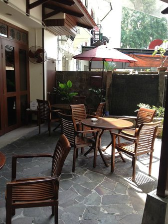 ANGGUN BOUTIQUE HOTEL: Court yard