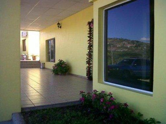 Hotel Santa Lucia Comayagua: Oficina de Recepción