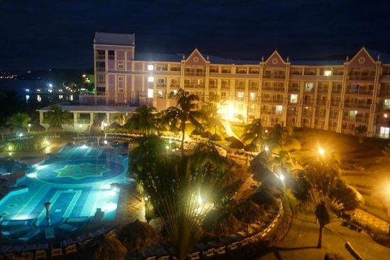 Hotel Riu Ocho Rios: vista desde la habitacion.. lado deluxe del hotel