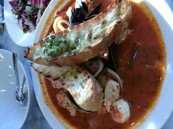 Santa Monica Seafood :                   cioppino delicioso