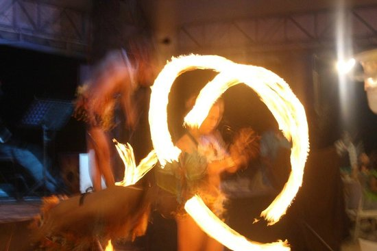 White Beach de Boracay:                   firedance