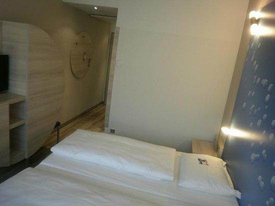 H2 Hotel Berlin Alexanderplatz:                   Modern room