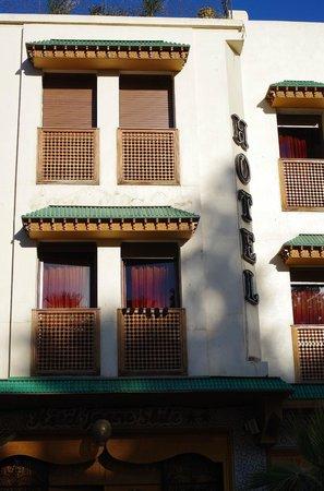 Hotel Jnane Sbile:                   外から