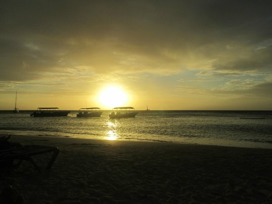 Bananarama Beach and Dive Resort:                   Another perfect sunset