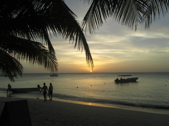 Bananarama Beach and Dive Resort:                   Another sunset....