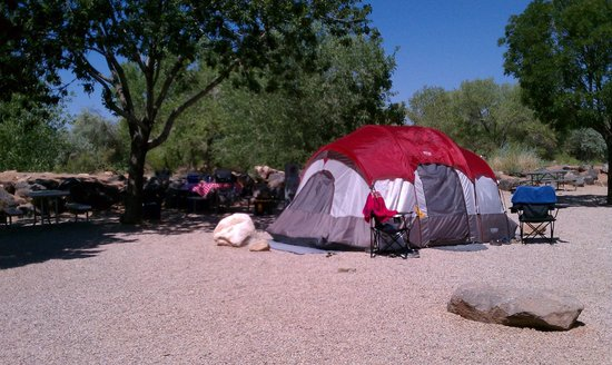 Zion River Resort: Our campsite right behind is the river...gorgeous!