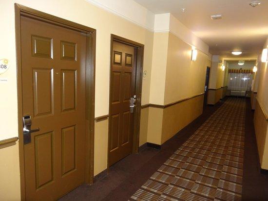 La Quinta Inn & Suites Houston/Clear Lake-NASA :                   Hallway outside our room