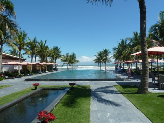 Fusion Maia Da Nang:                   Beautiful pool next to the beach