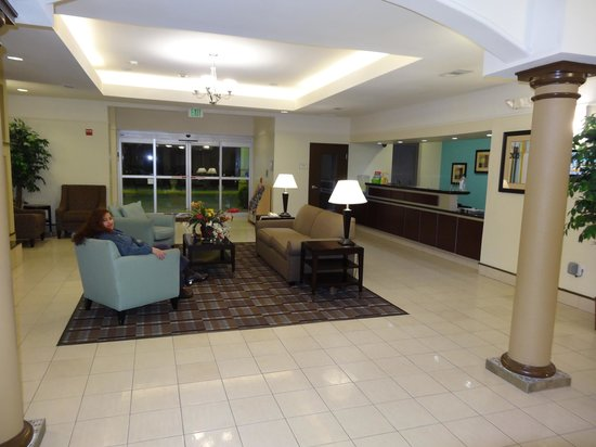 La Quinta Inn & Suites Houston/Clear Lake-NASA :                   Lobby looking out towards the main doors. The reception counter is on the righ