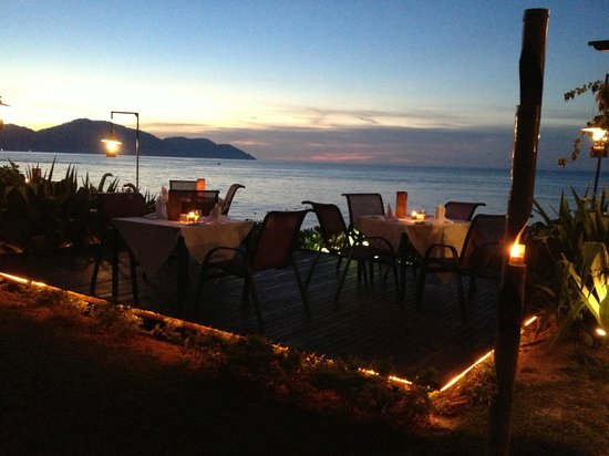 PARKROYAL Penang Resort, Malaysia: Romantic dining at Zaks By The Sea
