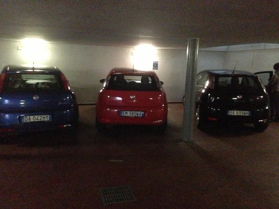 Hotel Ideale:                                     Parking