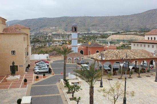 Melia Villaitana:                   Plaza Real. Aquí se accede a los dos hoteles. El de 4 y el de 5 estrellas.