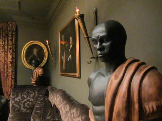 11 Cadogan Gardens:                   Nice Statues in the Lounge Area