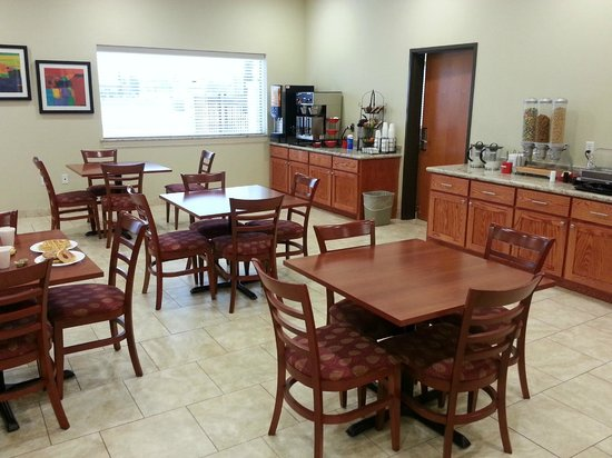 Ramada College Station:                   breakfast dining area.